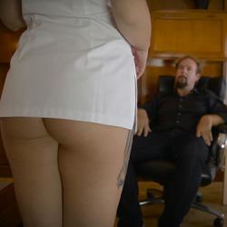 Servicios especiales: William tiene una proposici�n para una apurada chica de la limpieza.